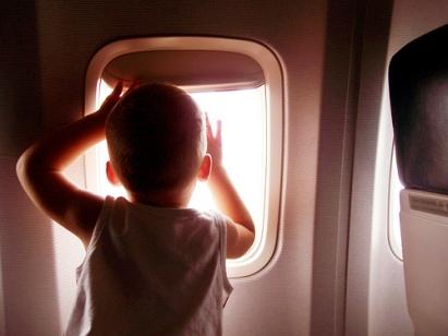 bebe en avion