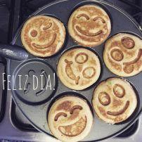 Pancakes felices hechos con el amor de mamá