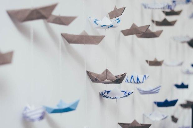 Cortina de Barcos de papel origami la gallina y los pollitos blog
